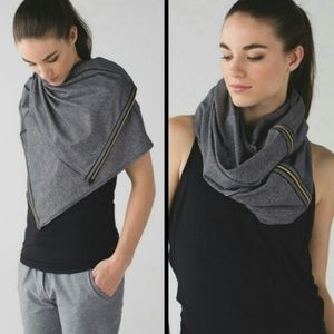 LULULEMON VINYASA RULU STRIPE BLACK GRAY SCARF NEW